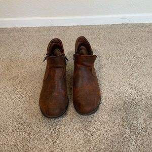 American Rag Shoes - Brown Ankle Boots with Zipper Detailing